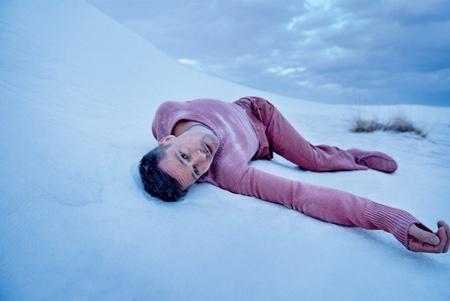 Бред Пітт чи то на піску, чи на снігу