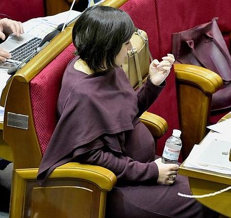 Депутатка Пташник у Раді засвітила свою вагітність (фото)
