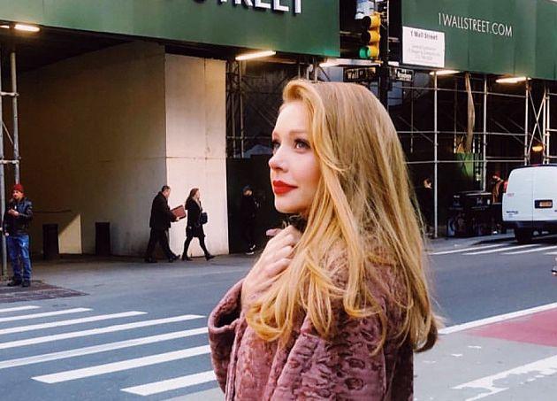 Відома франківчанка Тіна Кароль похвалилася контрактом у Нью-Йорку (фото, відео)