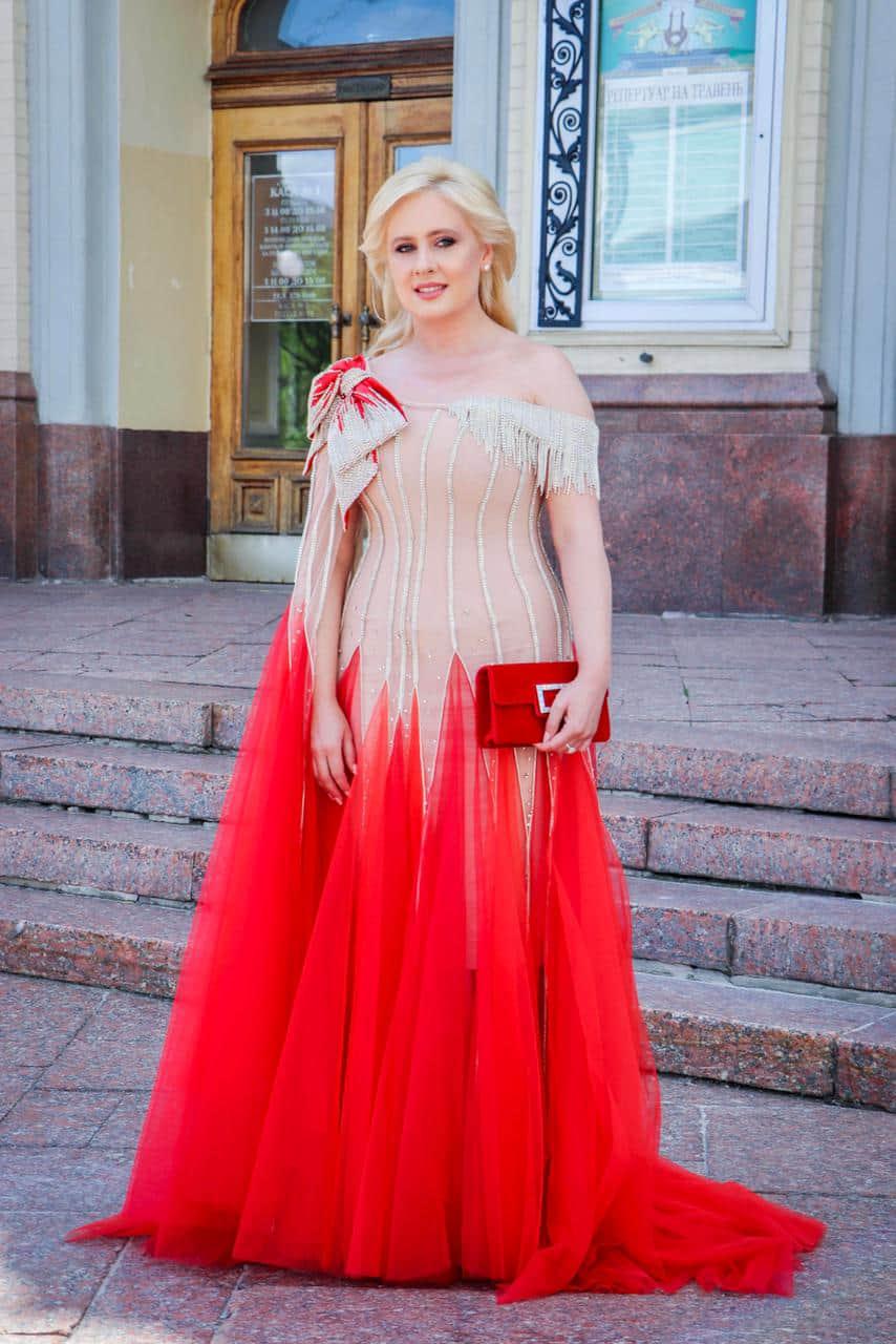 Инна Костыря в платье от бренда Frolov. Фото взято с Instagram Инны Костыри.