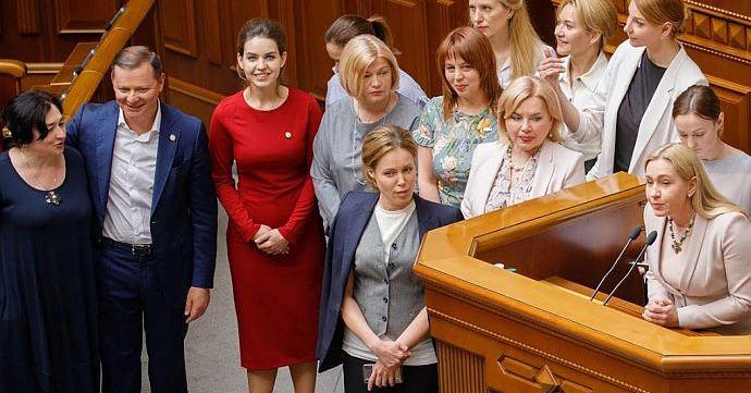 Модна Рада: Луценко у дорогих прикрасах, пудрова Тимошенко і коліна Богомолець (фото)