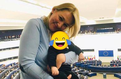 Бебі бос у Європарламенті: депутатка Іонова взяла з собою на роботу 2-місячного сина