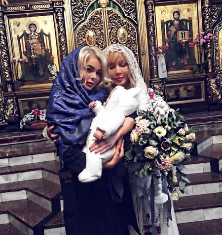 Эстрадная певица крестила родного брата Алины Гросу— Ирина Билык
