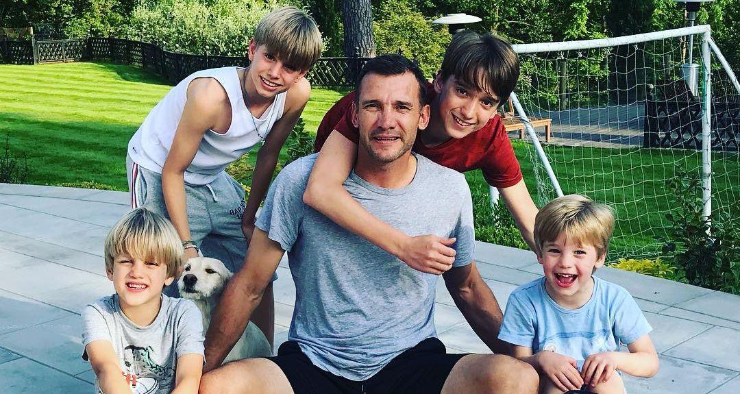 Не футболом єдиним: Шевченко в мережі постить синів та кохану дружину (фото)