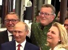 Спізнився, станцював і хор подарував: Як Путін на весілля австрійської чиновниці з'їздив (фото, відео)
