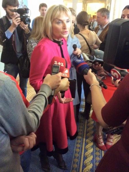 """Дружина Луценка з'явилась у Раді в """"лабутенах"""" за 19 тисяч (фото)"""