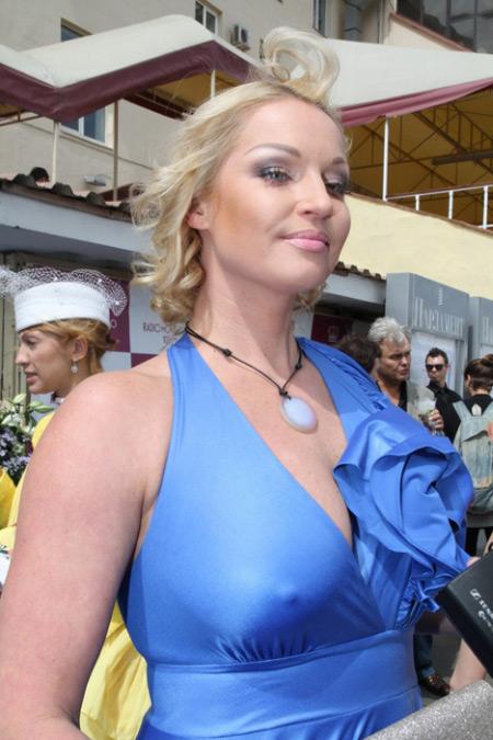 хочет познакомится фото русских знаменитостей без лифчика началу, помогал