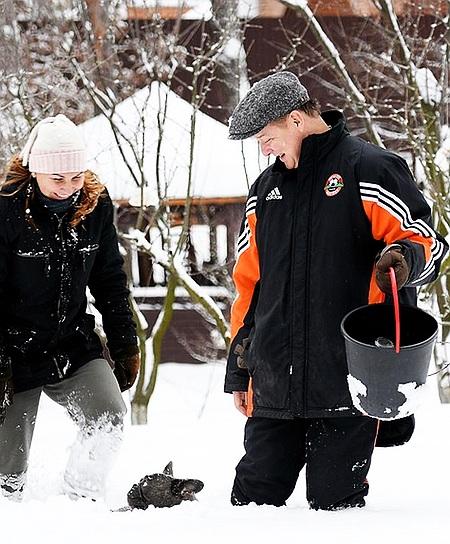 """Ляшко в адідасі """"Шахтаря"""" показав сніжні розваги з дружиною (фото)"""